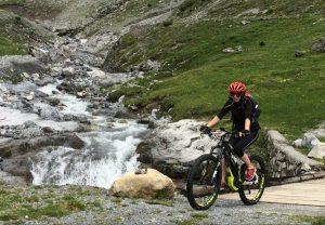 Passaggio sul torrente in Val Forcola