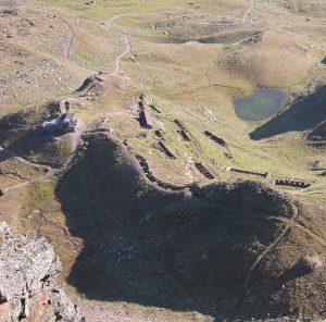 Nella Conca di Montozzo sono presenti moltissimi resti della Guerra Bianca